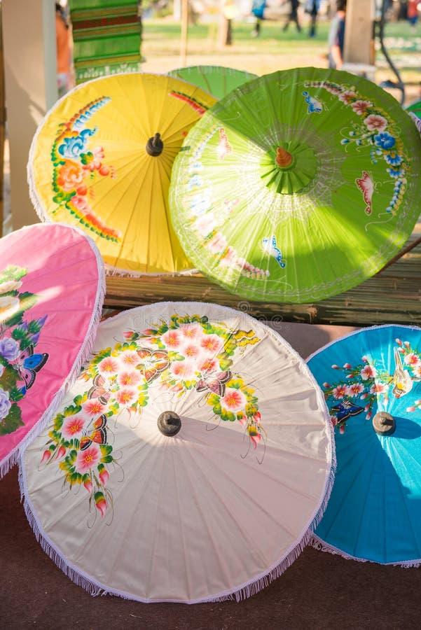 Paraguas tailandés hecho a mano de Chiang Mai, Tailandia foto de archivo libre de regalías