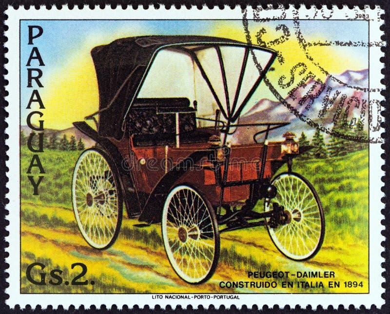PARAGUAY - CIRCA 1983: Ein Stempel gedruckt in Paraguay-Shows Peugeot-Daimler, 1894, circa 1983 stockfotografie