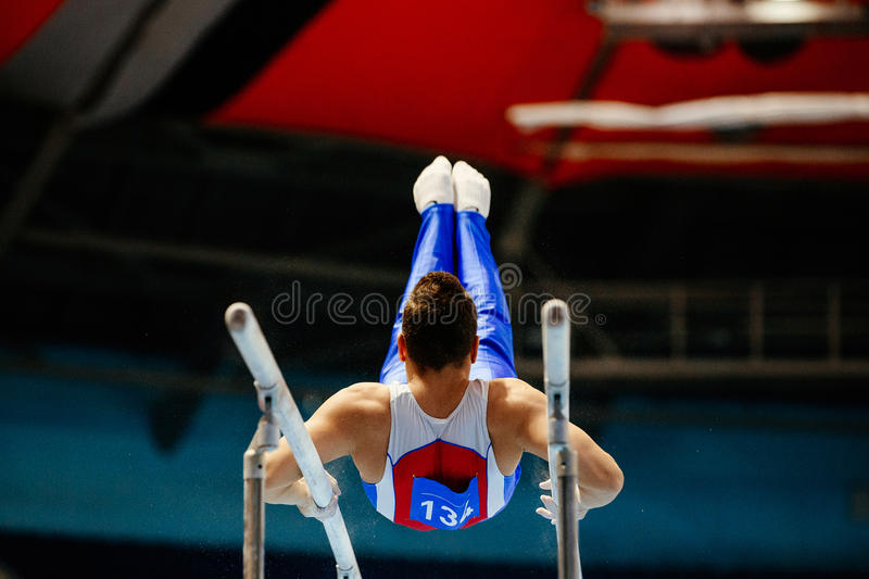 parallel bars male gymnast royalty free stock photos