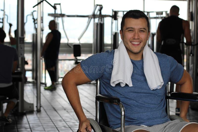 Paralympic atleta opracowywa przy gym obraz stock