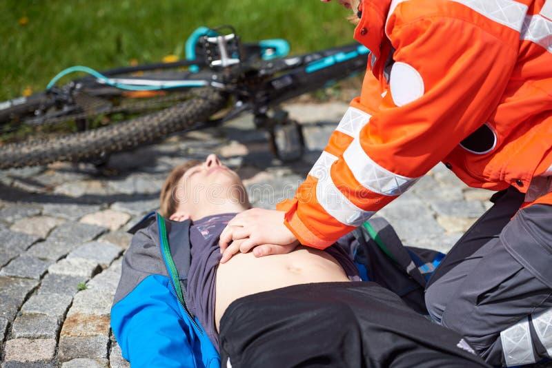 Paramédico profesional fotos de archivo