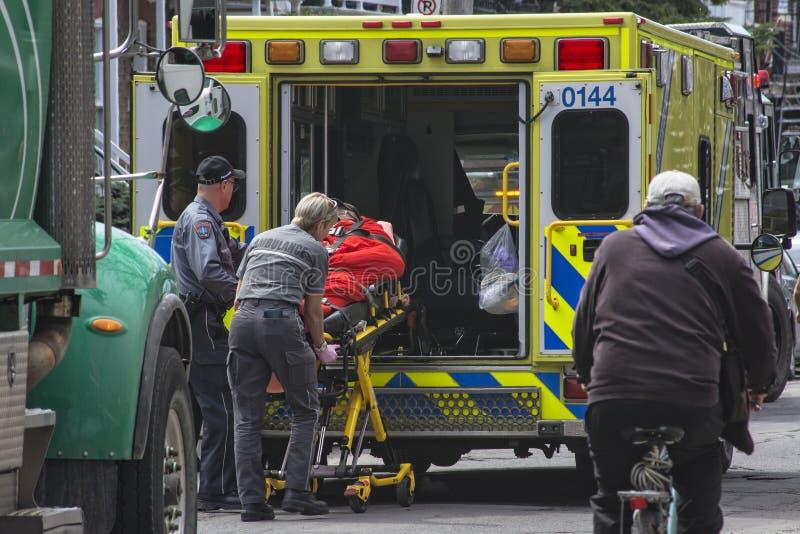 Download Paramedicus redactionele afbeelding. Afbeelding bestaande uit montreal - 54087475