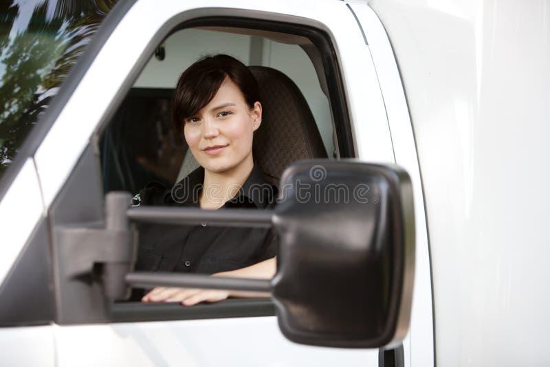 Paramedicus in Ziekenwagen stock fotografie