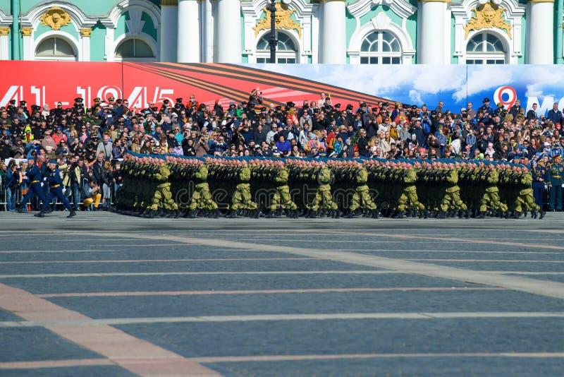 Paramilitares do russo no ensaio da parada militar em honra de Victory Day imagem de stock