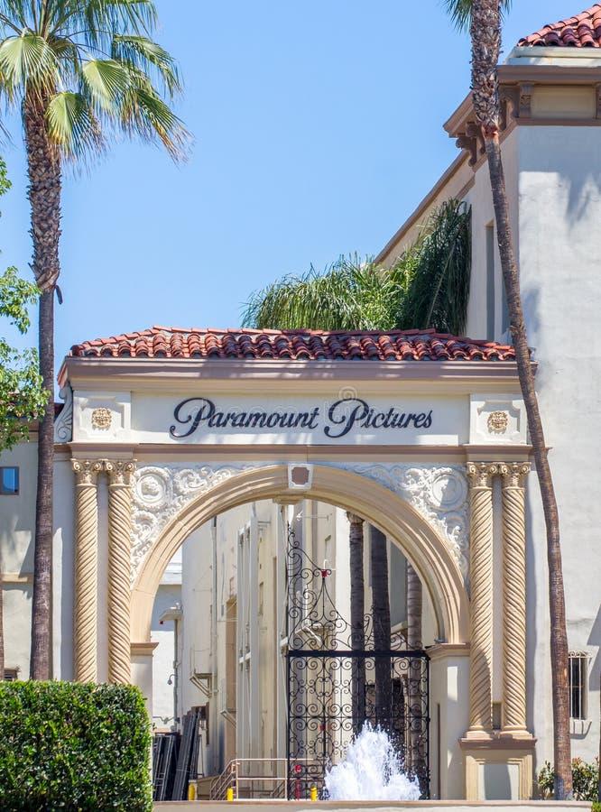 Paramount Pictures extasia e assina imagens de stock