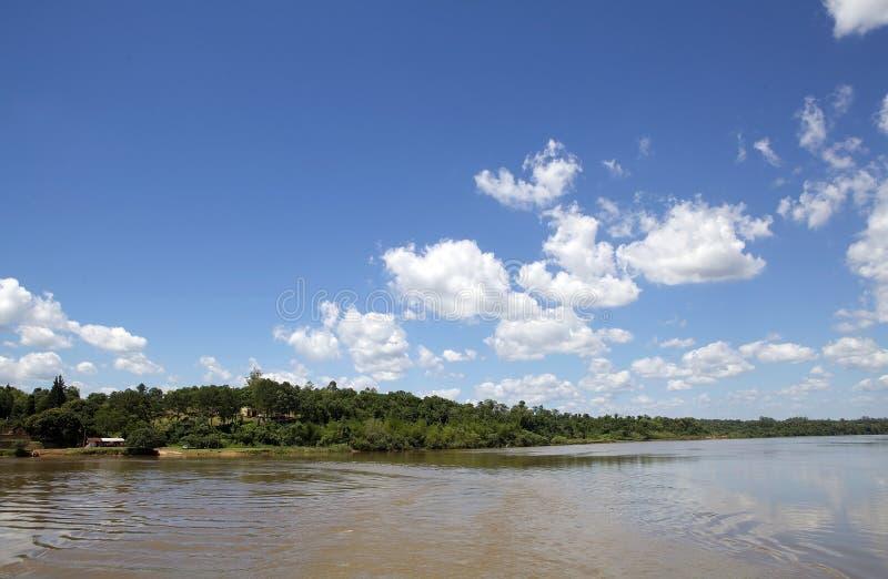 Paranà rivier langs de grens van Argentinië en van Paraguay royalty-vrije stock afbeelding