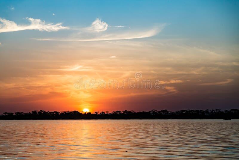 Parana River Brasilien Gräns av Sao Paulo och Mato Grosso Do Sul fotografering för bildbyråer