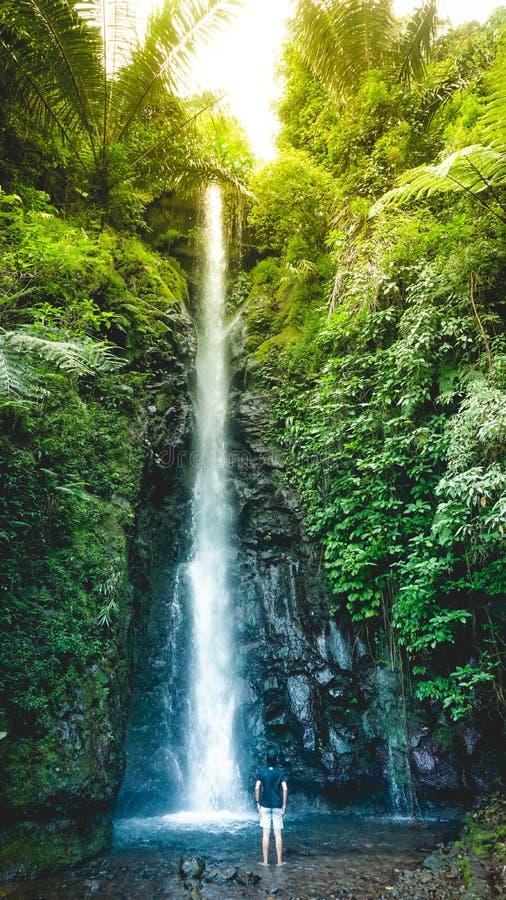 Parang ijo-Wasserfall, karanganyar, Indonesien lizenzfreie stockfotos