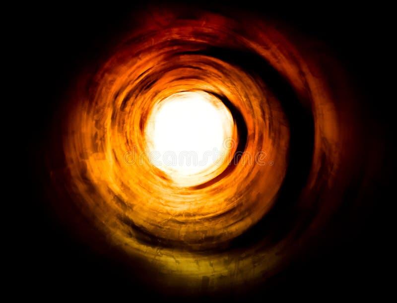 Paranormal. Tunnel à la lumière d'un autre monde images stock