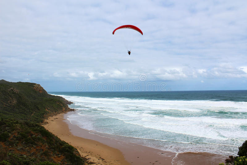 Parapendio alla spiaggia fotografia stock libera da diritti