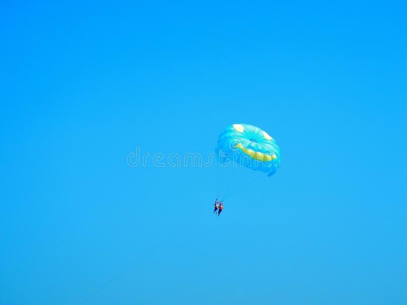 Parapendio - avventura del cielo fotografia stock libera da diritti