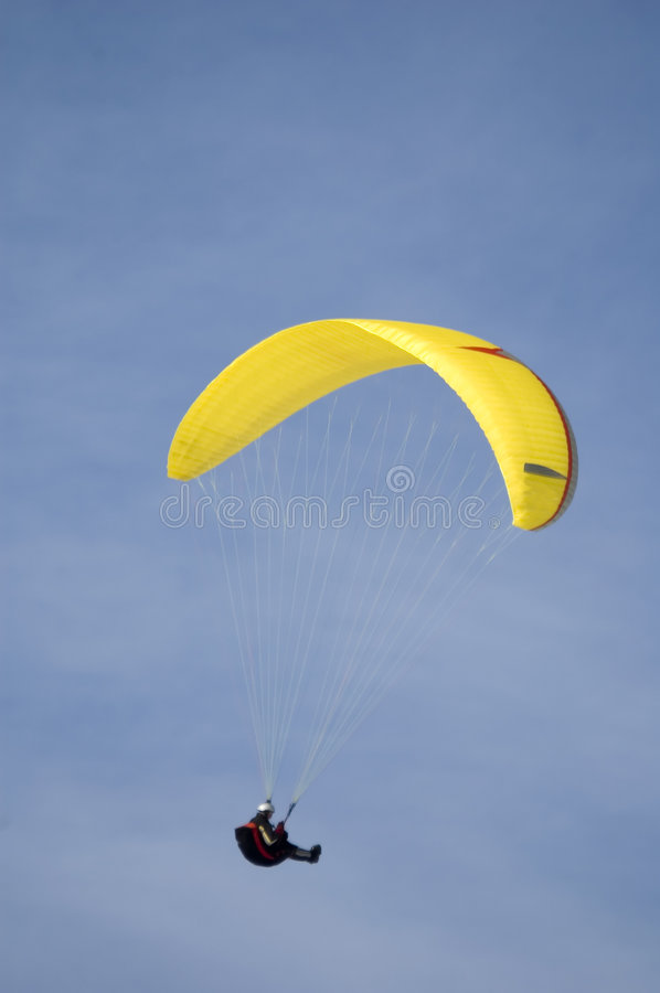 Download Parapente photo stock. Image du amusement, lumineux, bleu - 727744