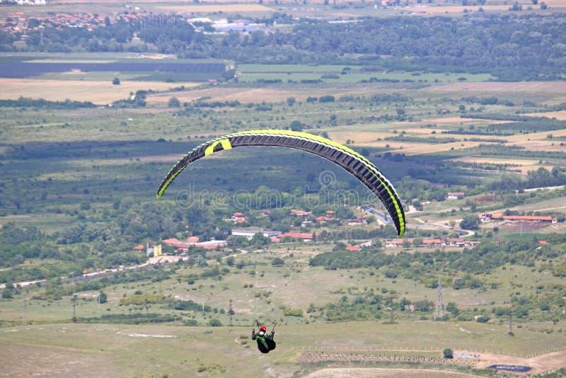 Parapentiste en Bulgarie centrale photos stock