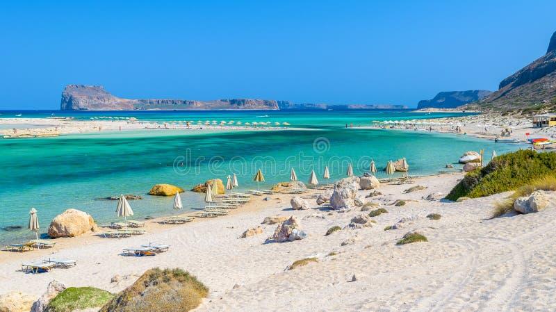 Paraplu's op Balos-strand op het eiland van Kreta, Griekenland royalty-vrije stock afbeeldingen