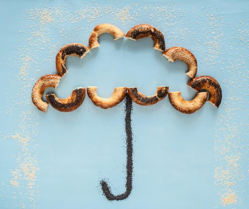 Paraplu van kleine droge ongezuurde broodjes wordt gemaakt dat stock foto's