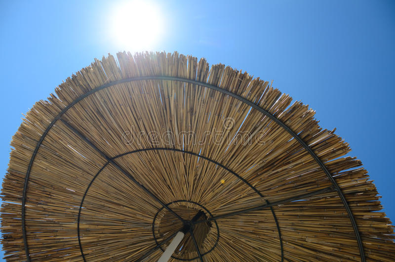 Parapluie à la station de vacances photos libres de droits