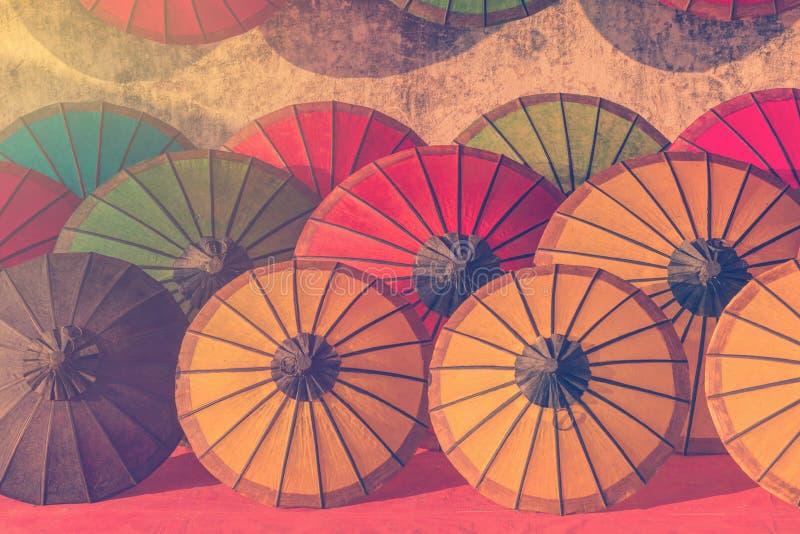 Parapluie à un marché tropical, Luang Prabang au Laos photographie stock