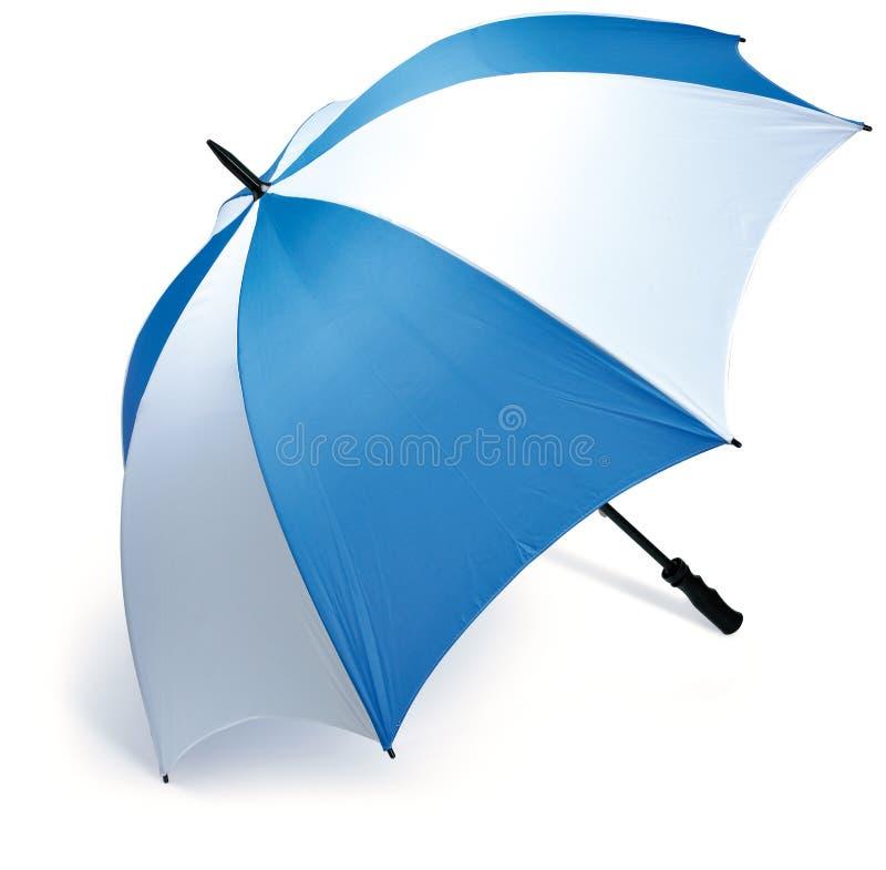 Parapluie bleu et blanc de golf sur un fond blanc images libres de droits