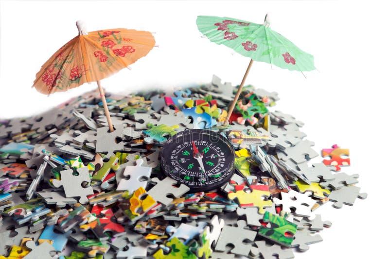 Parapluie dans le puzzle de plage image libre de droits