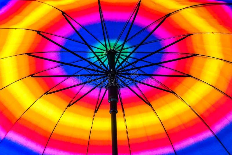 Parapluie de plage coloré photo stock