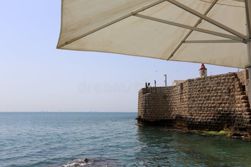 Parapluie pour la protection contre la pluie et le soleil photographie stock libre de droits