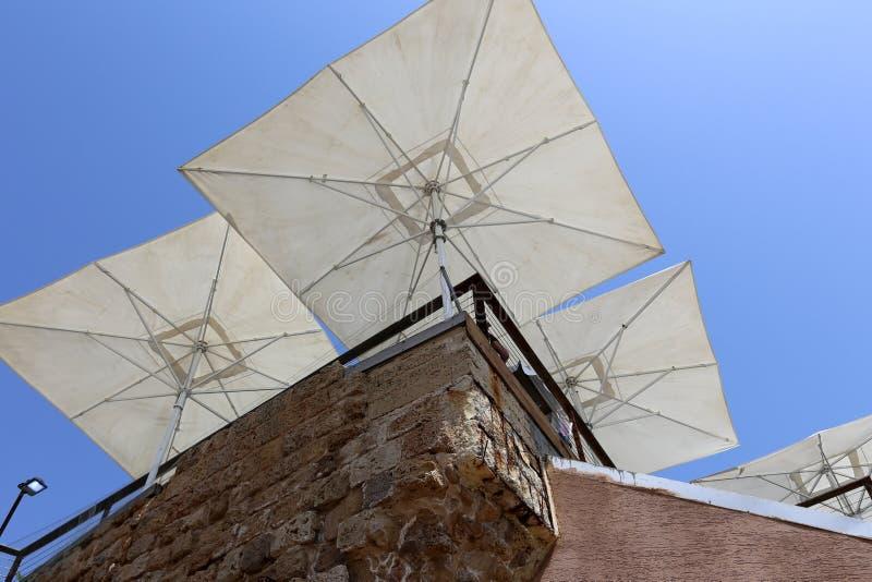 Parapluie pour la protection contre la pluie et le soleil photos libres de droits