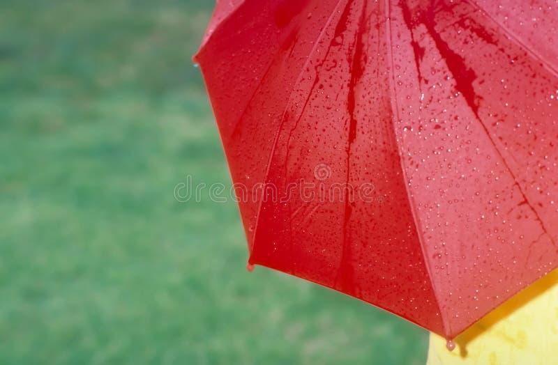 Download Parapluie rouge photo stock. Image du baisse, humide, protection - 51820