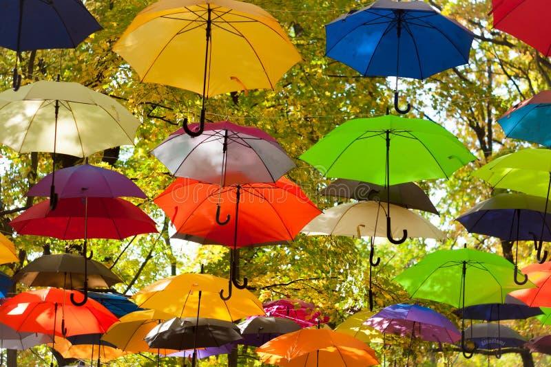 Parapluies dans le ciel photographie stock libre de droits
