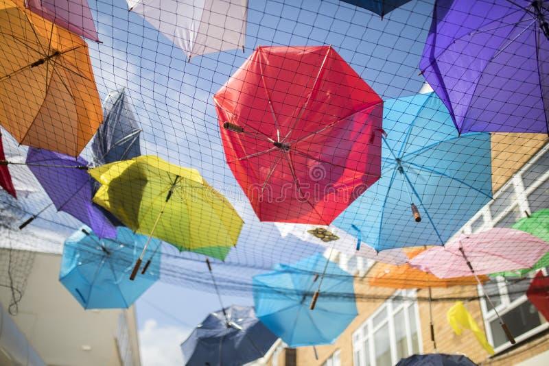 Parapluies de festival de la fierté le 19 août 2017 LGBT de Doncaster image libre de droits