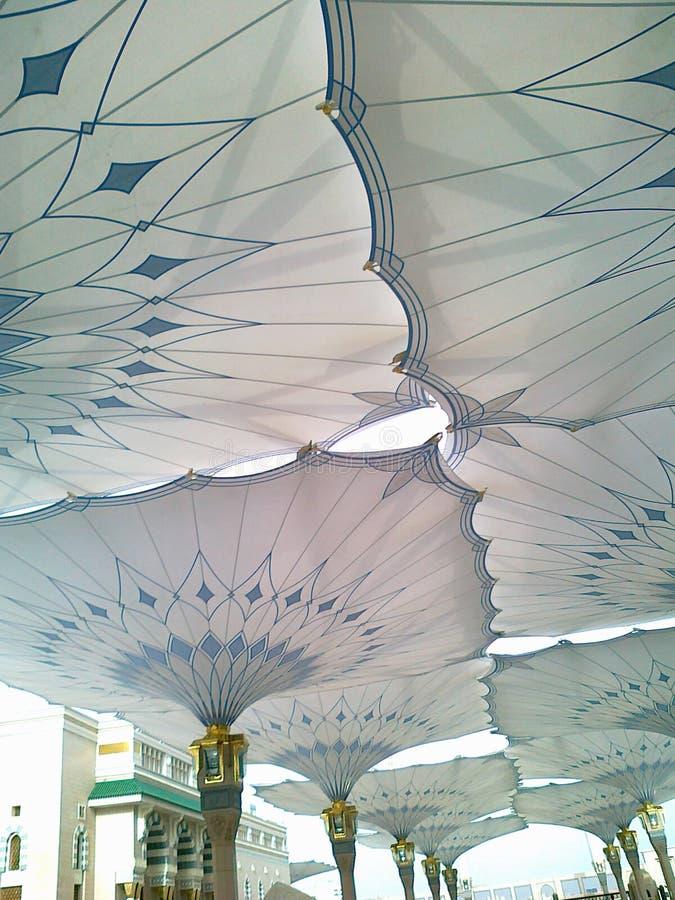 Parapluies de mosquée de Nabawi images stock