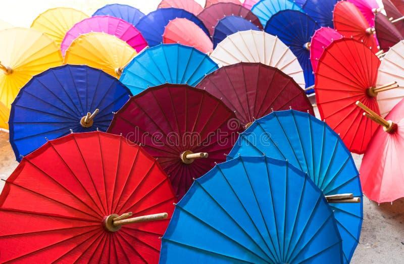 Parapluies de papier asiatiques traditionnels photo stock