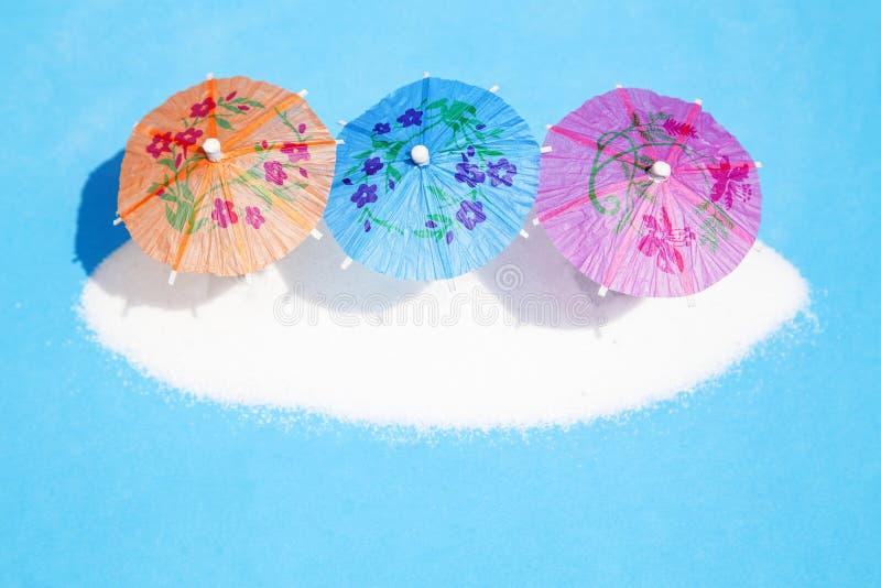 Parapluies de papier de cocktail photo stock
