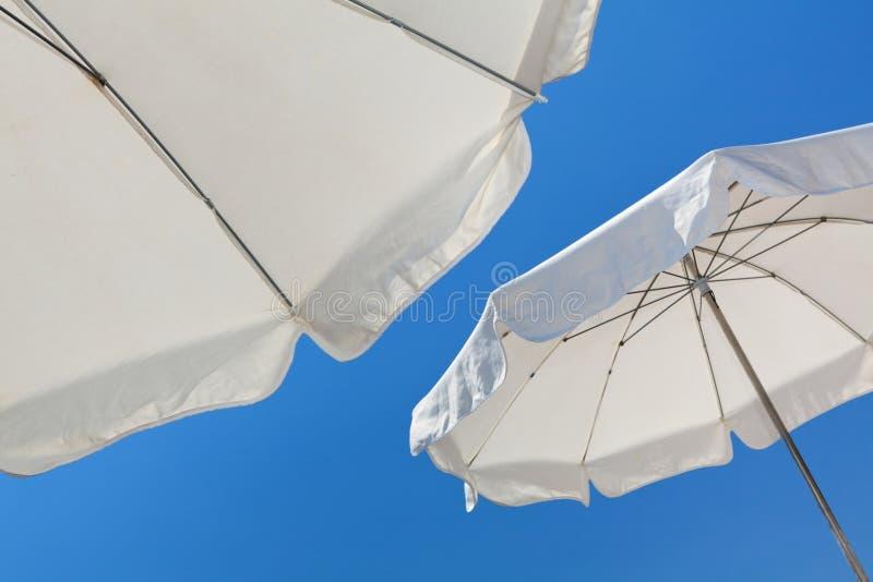 Parapluies de plage photographie stock libre de droits