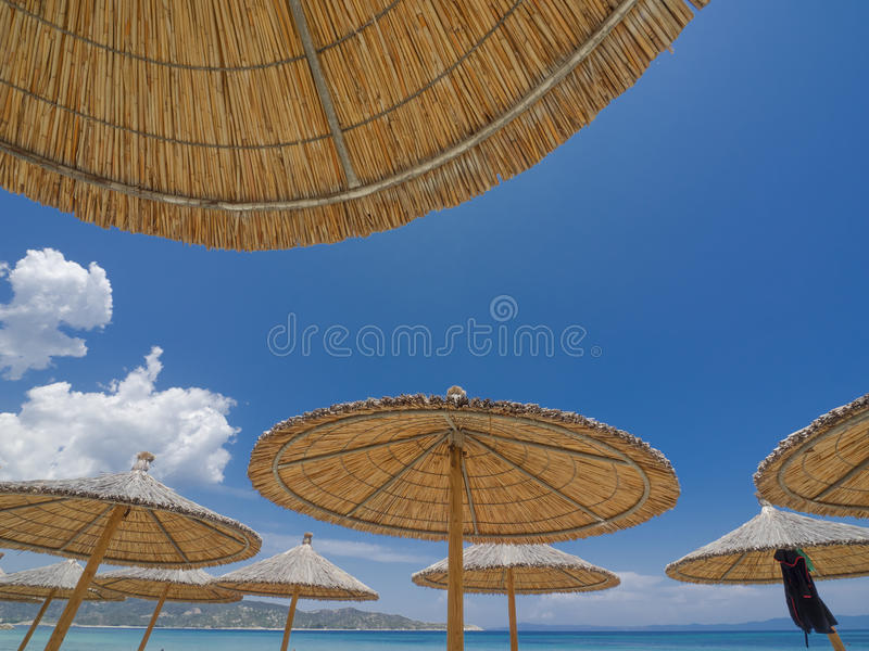Parapluies de plage de Reed photo stock