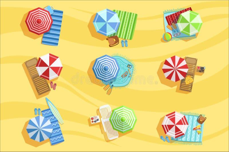 Parapluies et lits pliants de Sandy Beach From Above With illustration de vecteur