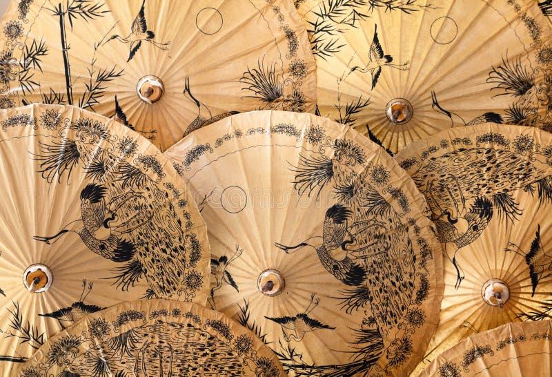 Parapluies et parasols traditionnels images stock