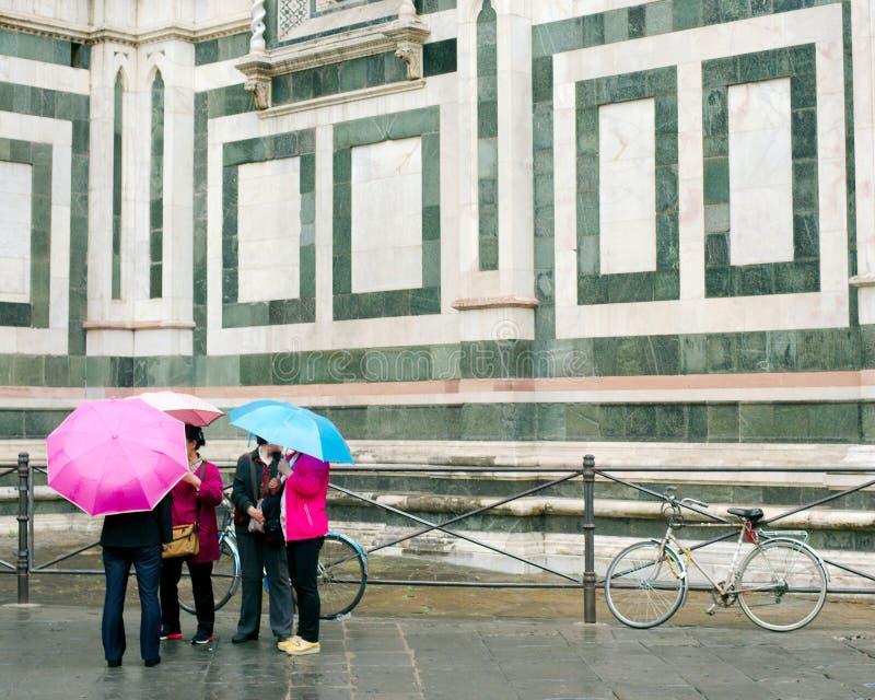 Parapluies sous la pluie, Florence, Italie images libres de droits