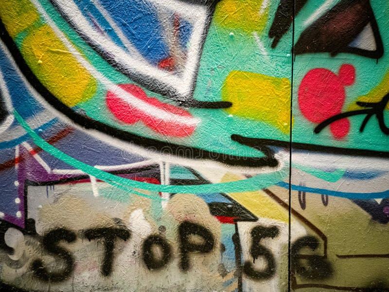 Parar Graffiti 5G na parede foto de stock royalty free