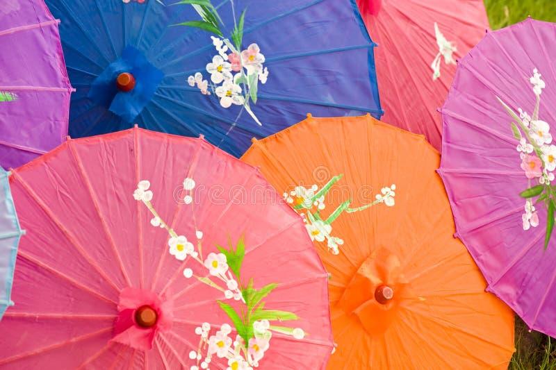 Parasóis de seda chineses coloridos fotos de stock royalty free