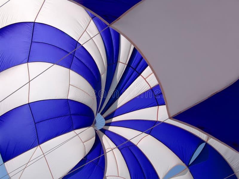 parasail Blu-bianco immagini stock libere da diritti