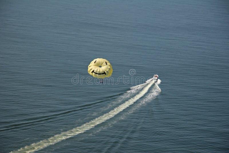 parasailing χαμόγελο προσώπου στοκ εικόνες