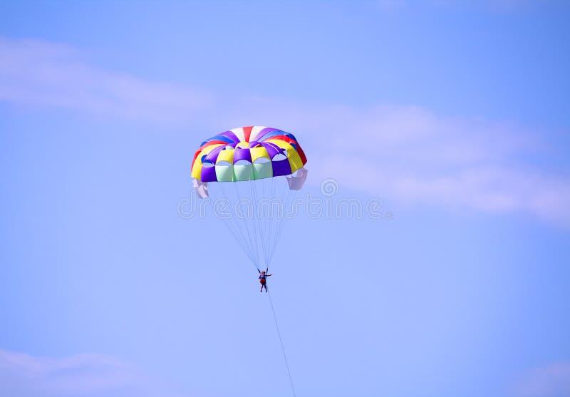 parasailing одиночный стоковые фотографии rf