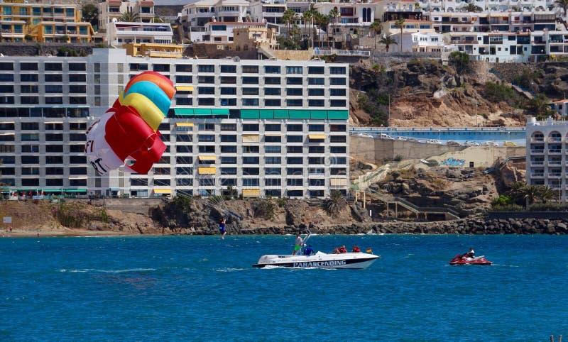 Parasailing en Gran Canaria, España fotos de archivo libres de regalías