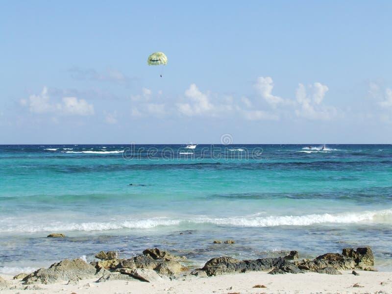 Parasailing en Riviera maya fotografía de archivo