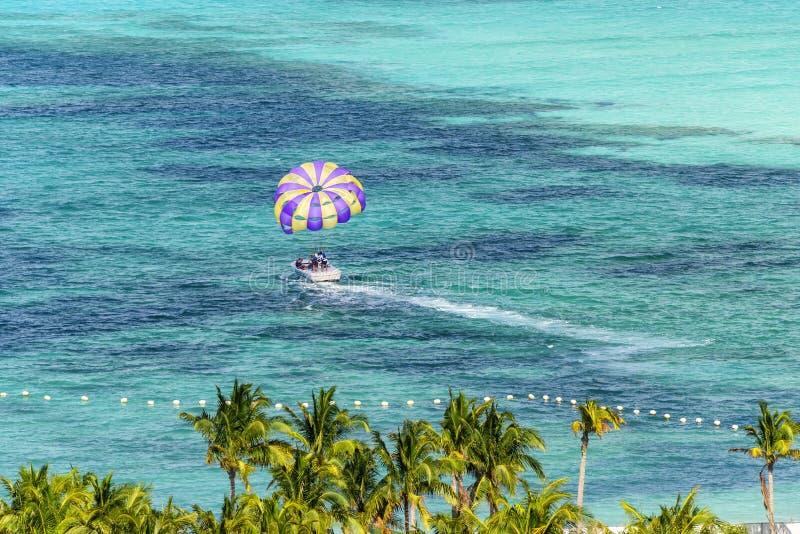 Parasailing a Miami, Florida fotografia stock libera da diritti