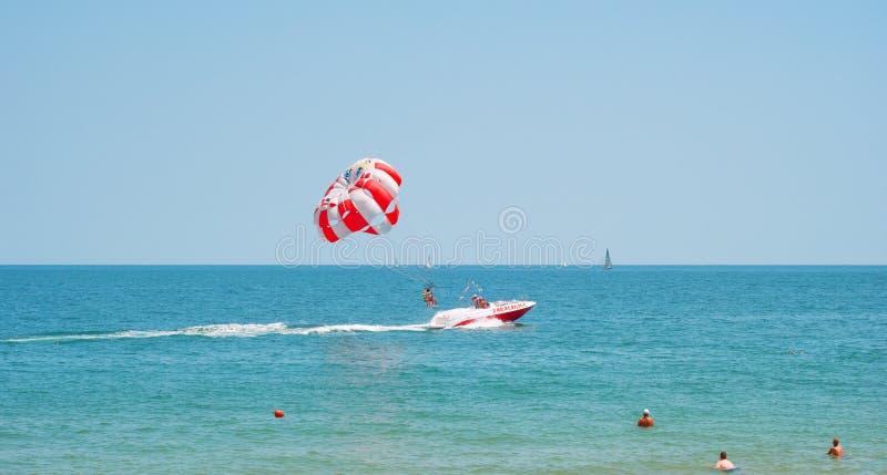 Parasailing w Czarnym morzu zdjęcie royalty free