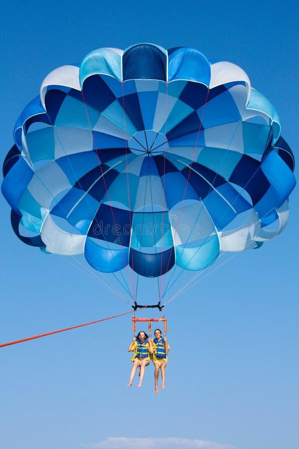 parasailingsky royaltyfri foto