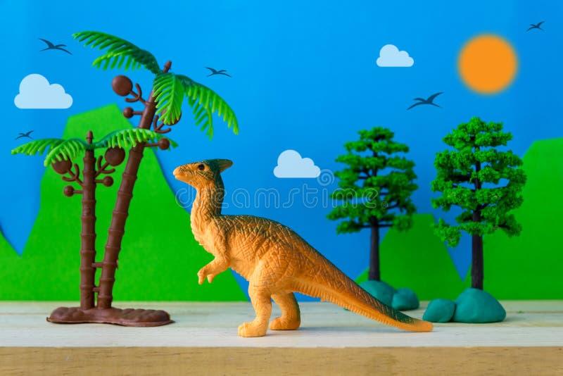 Parasaurolophus恐龙在狂放的模型背景的玩具模型 库存图片