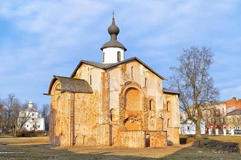 Paraskeva Pyatnitsa Church på Yaroslav Courtyard i Veliky Novgorod, Ryssland royaltyfri bild