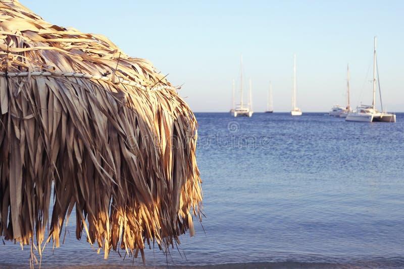 Parasol και ήρεμη θάλασσα στοκ εικόνες